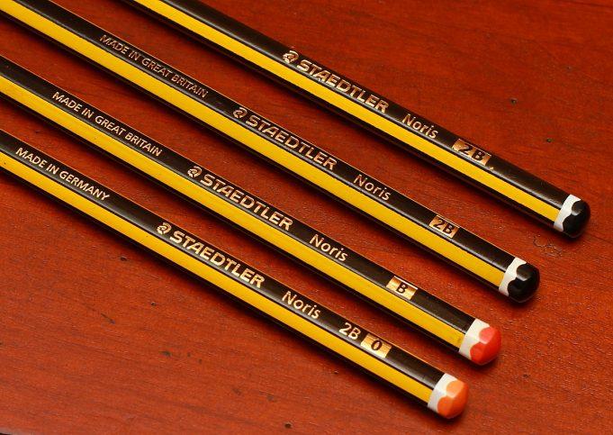 Перо Samsung S Pen стилизовано под классический простой карандаш Staedtler Noris