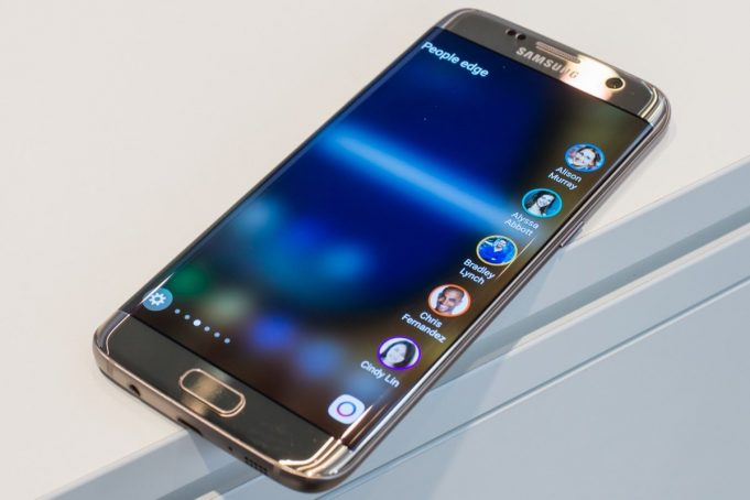 Samsung Galaxy S7 Edge назвали лучшим смартфоном 2016 года