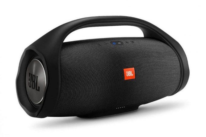Влагозащищенная акустика JBL Boombox выдержит сутки музыки нон-стоп