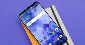 Флагман HTC U12 сочетает белую матовую металлическую рамку и стеклянные панели