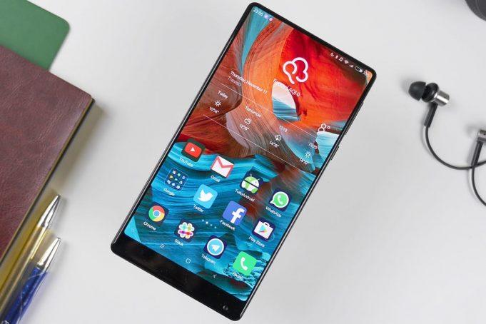 Экран смартфона Xiaomi Mi Mix 2 не имеет рамок на новом изображении