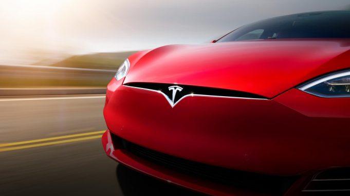 Tesla планирует запустить сеть такси на автопилоте в 2020 году