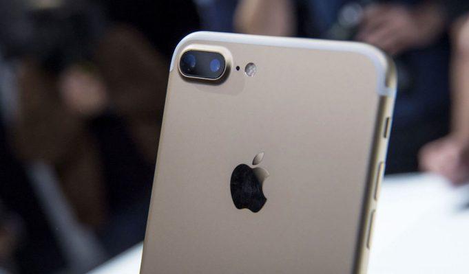 Apple начала продажи новых iPhone 7 и iPhone 7 Plus в России
