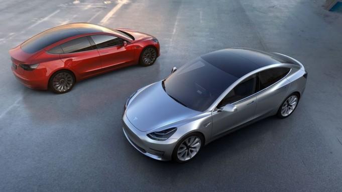 Tesla представила новые модели электрокаров с более мощными аккумуляторами