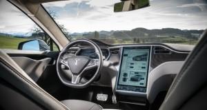 Китайские хакеры удаленно взломали Tesla Model S