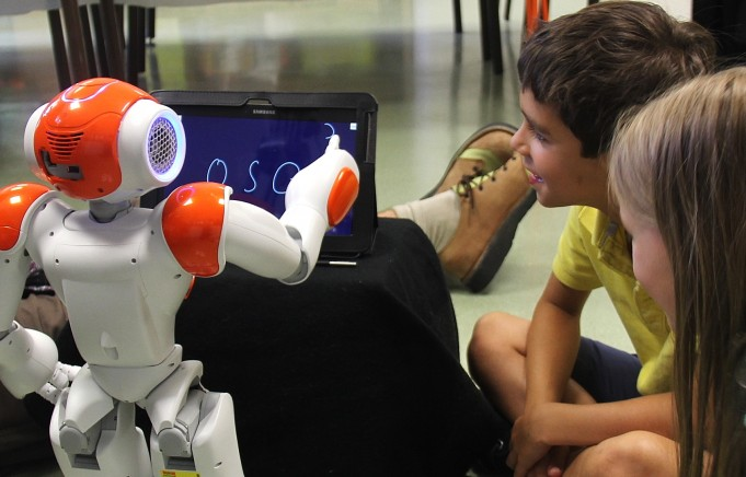 Попалась, глупая железка! Дети против роботов