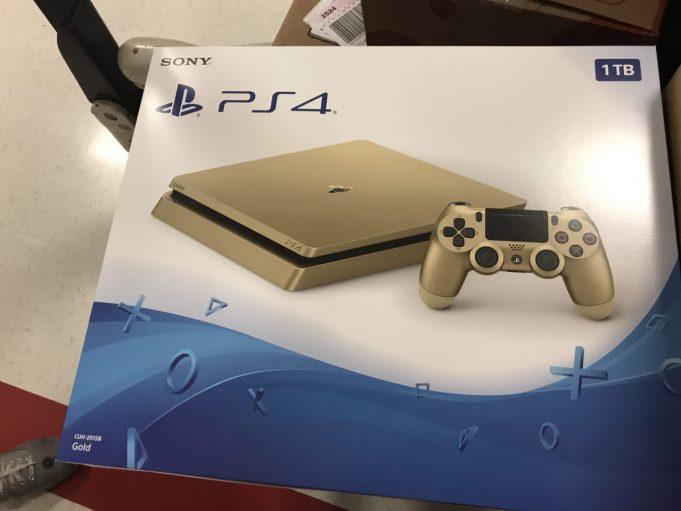 Sony выпускает золотистую PlayStation 4 Slim
