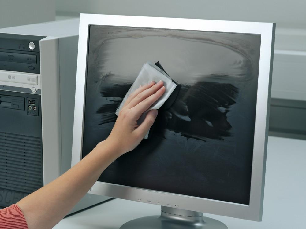 Можно ли обычными влажными салфетками протирать ноутбук