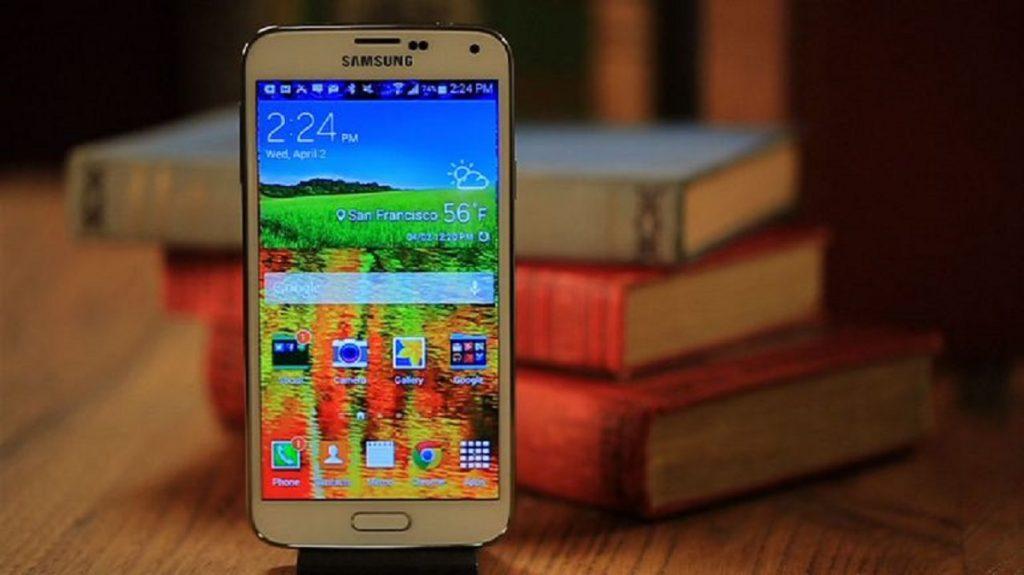 Какой смартфон лучше Philips или Samsung