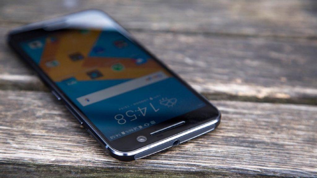 Какой смартфон лучше Samsung или HTC